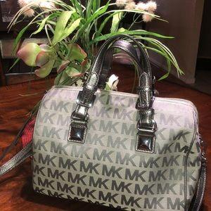 💞👑HOST PICK 👑💞Michael Kors grey handbag